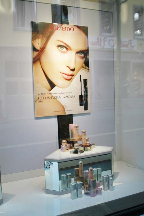 parfumerie shiseido schaufenster august 2015